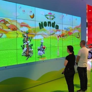 Face-tracking Installation    Honda Dreamwall    Details