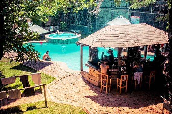 piscina-y-bar-junto-al.jpg
