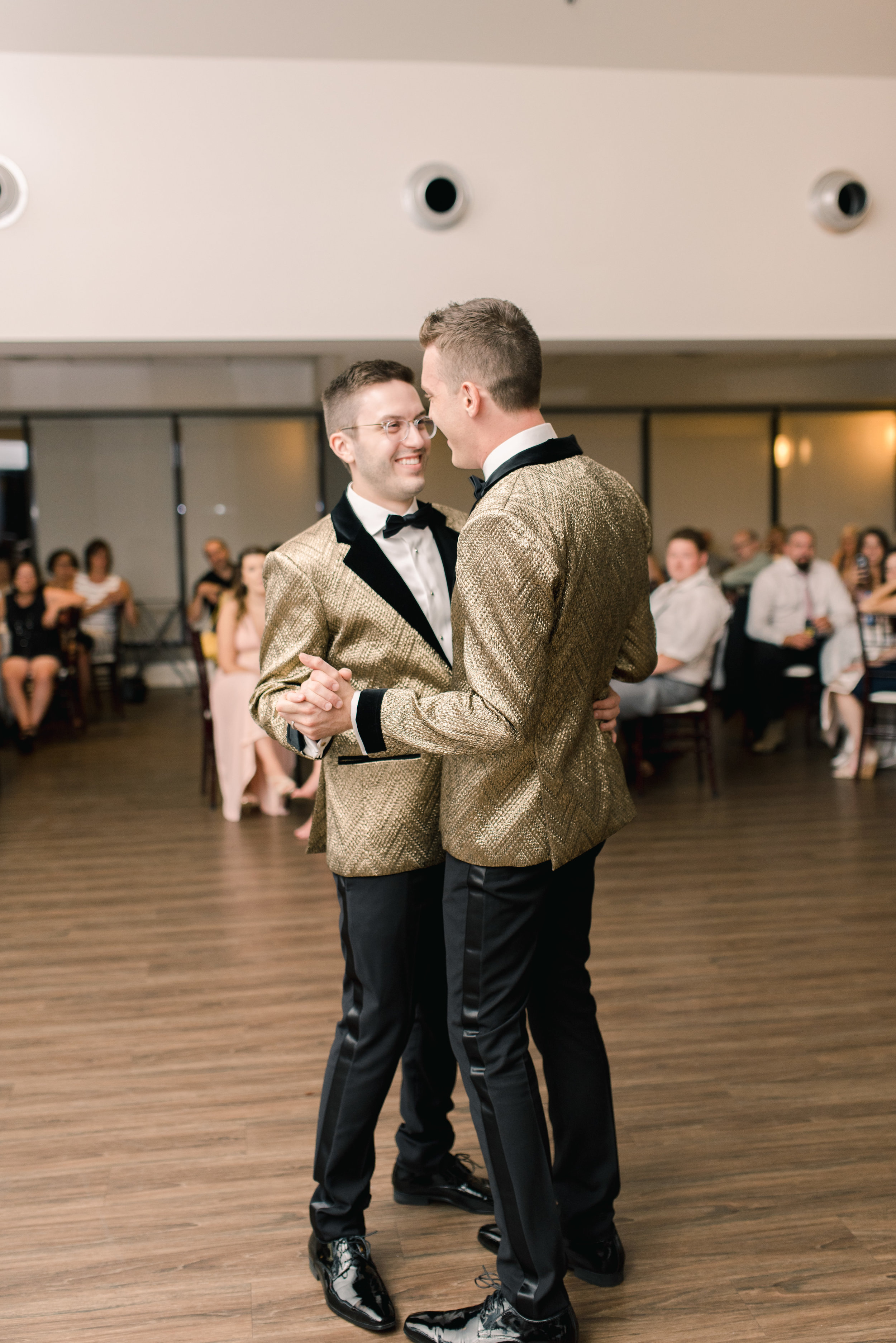 This romantic summer same-sex wedding in Hamilton, Ontario at the Dundas Valley Golf and Curling Club and McMaster University was nothing short of perfect. The classic, elegant, mixed metals styled wedding was captured by Hamilton Wedding Photographer Kayla Potter.