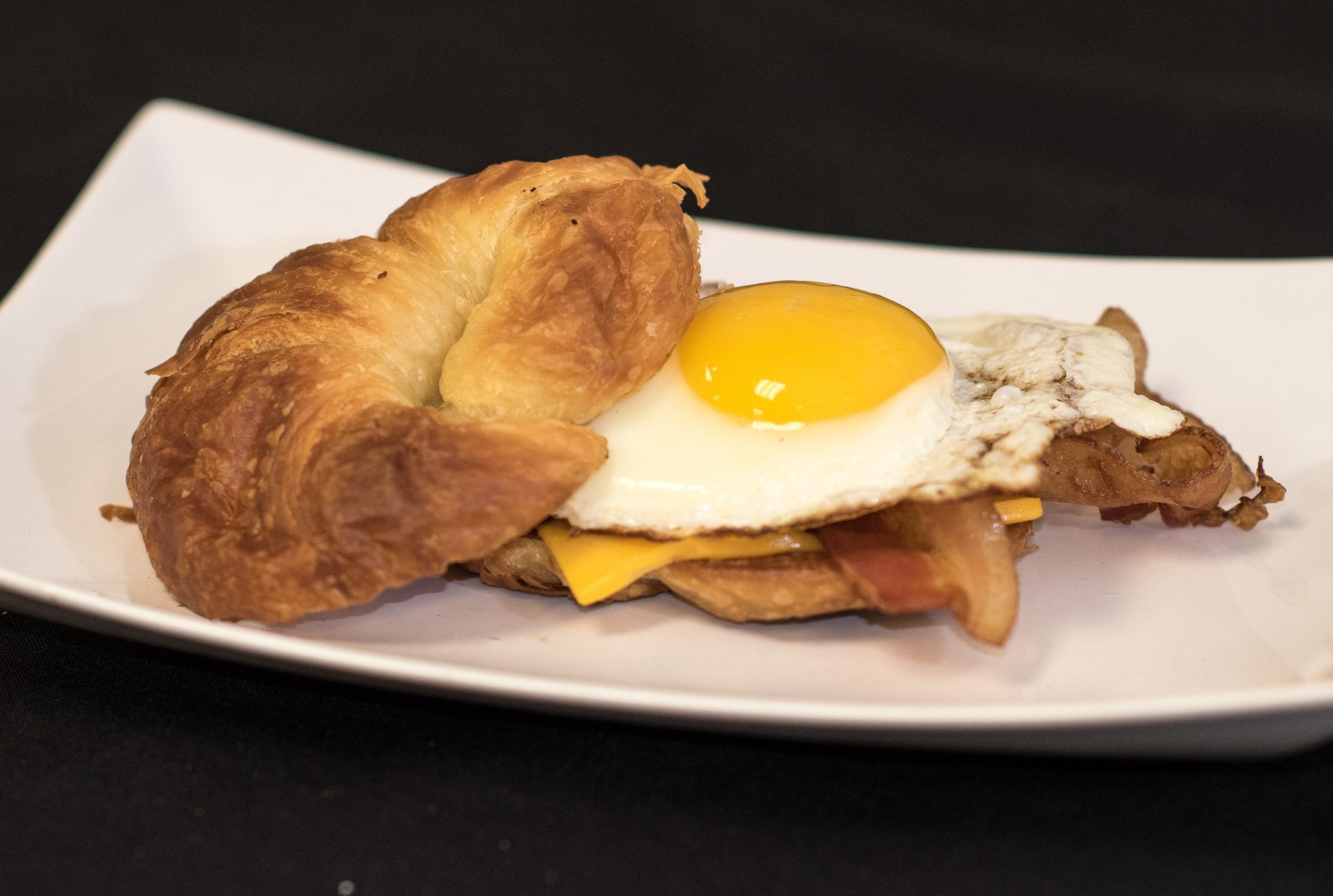 minneapolis-breakfast-locally-sourced-organic-eggs-bacon-breakfast-sandwich.jpg