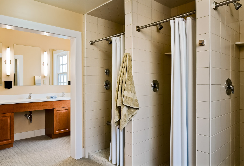 13 Smith and Vansant 09_20091007_3652 Zeta common bathroom.jpg