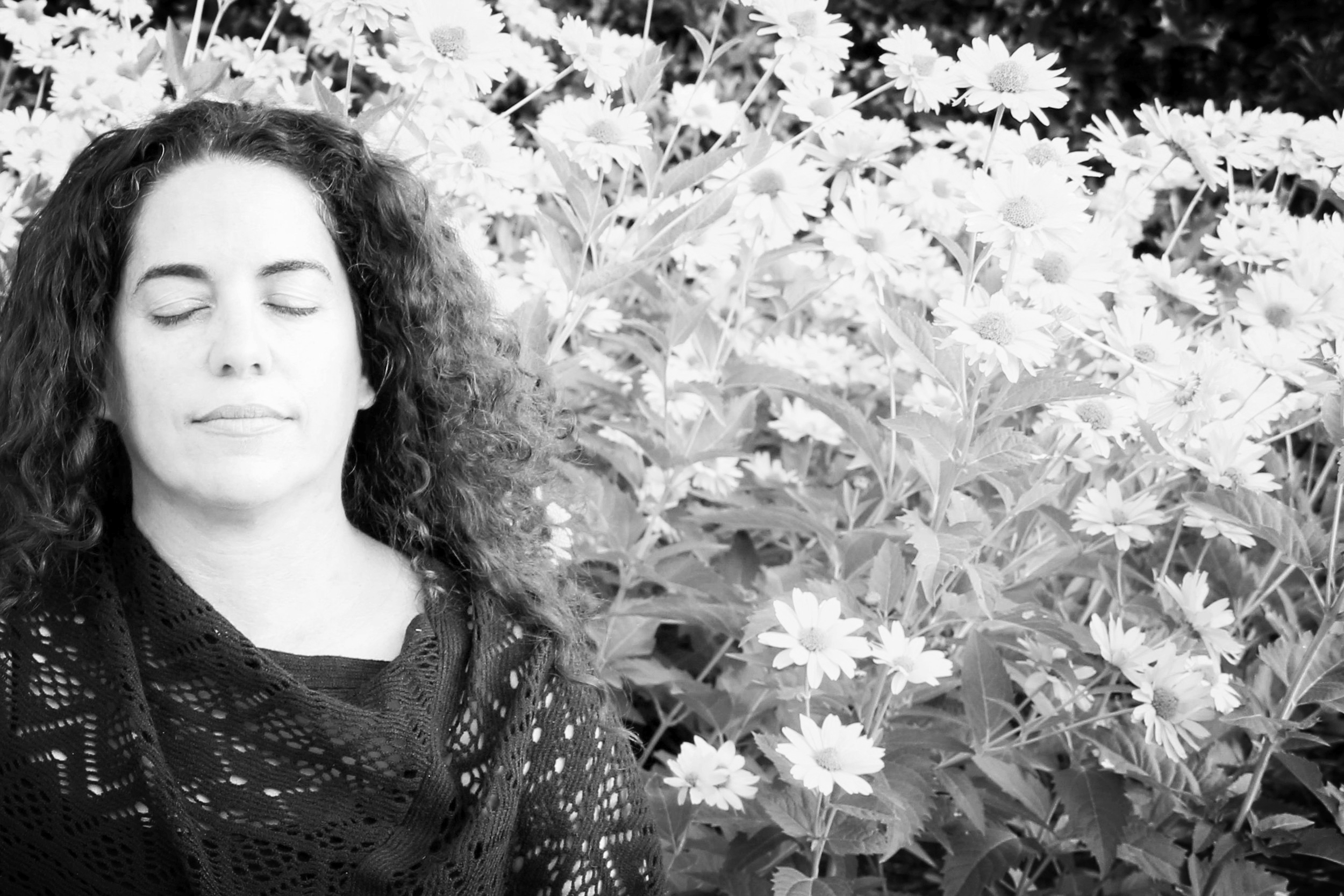 EVEN, FOCUSED BREATHING - Here we will work on steadying the breath and bringing energy into the mind. This practice can be done at any time of day, on it's own or as a great way begin any meditation or mantra practice.