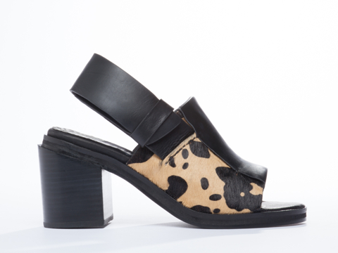 I-Desire-The-Things-That-Will-Destroy-Me-shoes-Chai-(Tan-Black)-010604.jpg