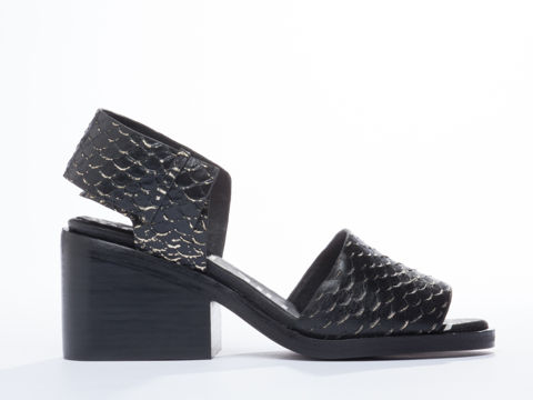 I-Desire-The-Things-That-Will-Destroy-Me-shoes-Jasmine-(Black-Gold)-010604.jpg