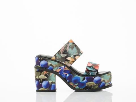 YES-shoes-Yachats-(Blue-Multi)-010604.jpg