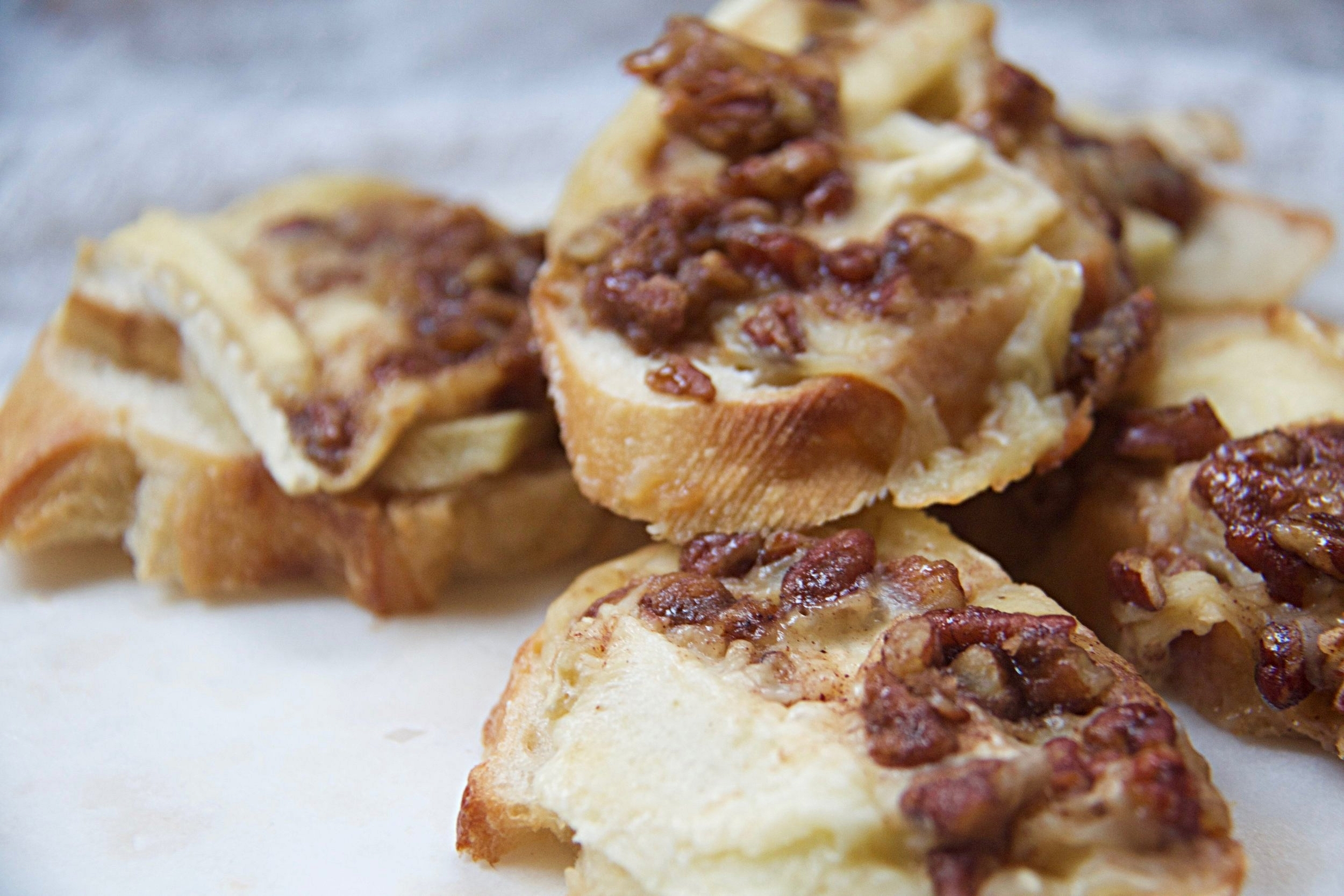 Apple Pecan Crostini.jpg