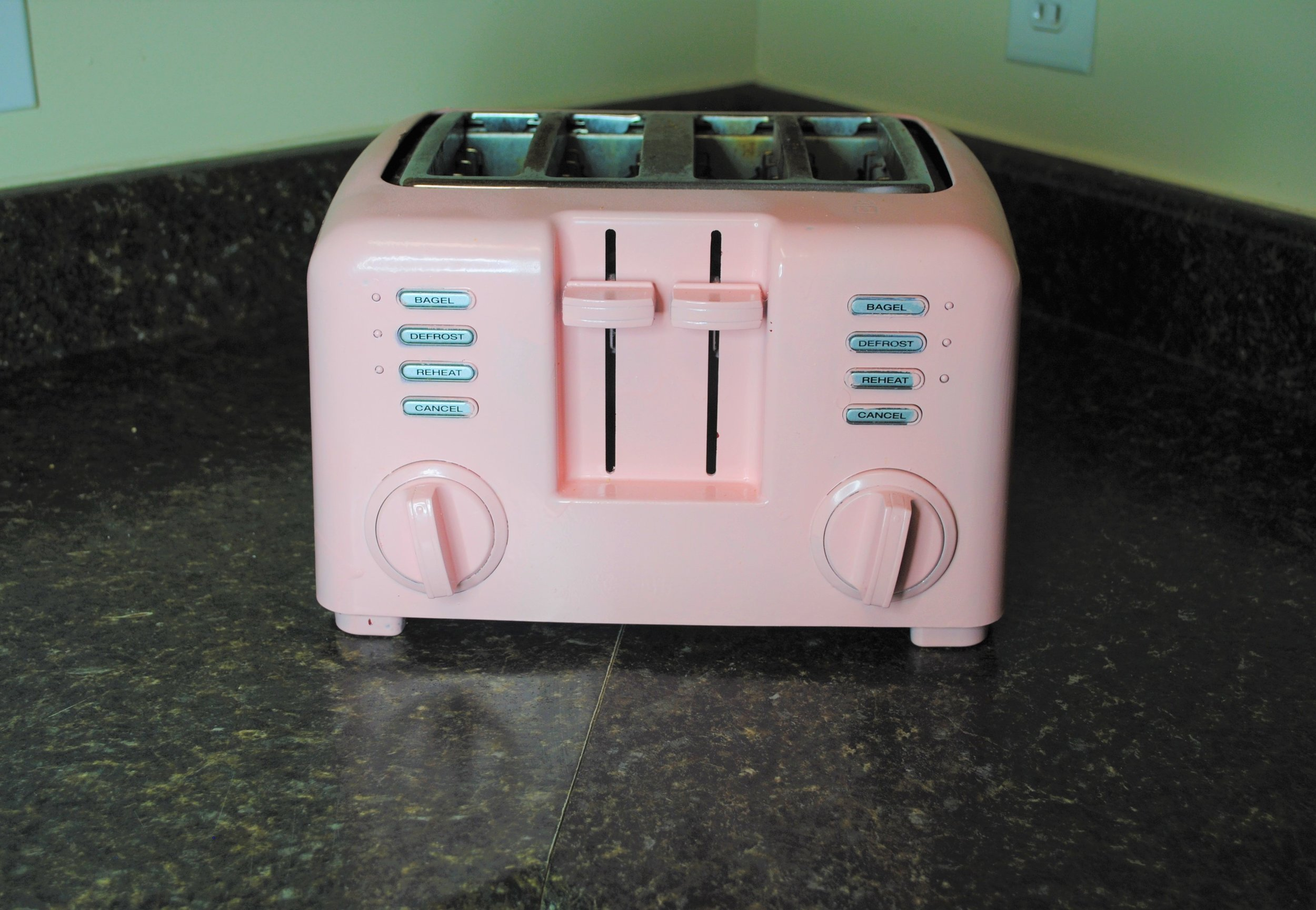 I love this toaster because it looks like something you'd find in a retro Barbie Dream House. Toaster Goals.