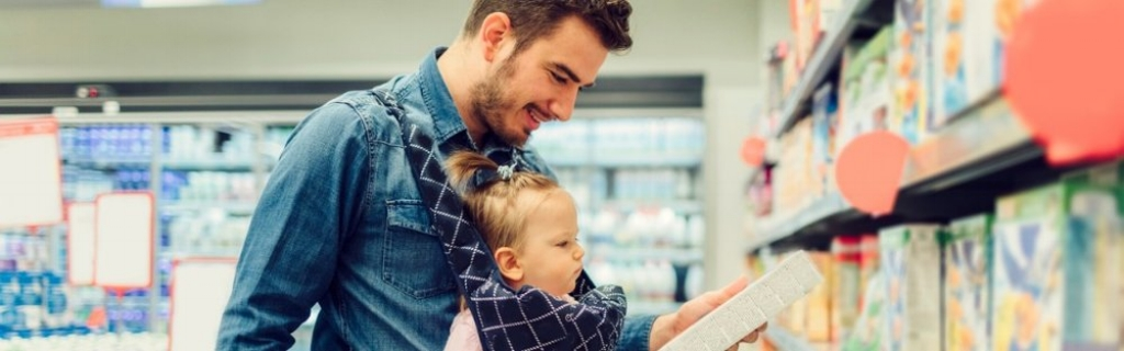 father-and-his-baby-daughter-groceries-shopping-picture-id537436864.jpg