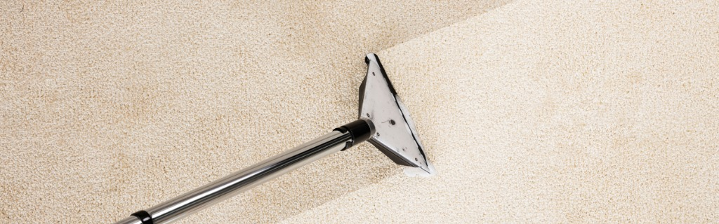 vacuum-cleaner-with-carpet-picture-id832995886.jpg