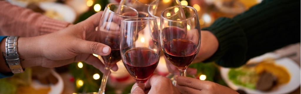 toasting-for-christmas-picture-id875253014.jpg