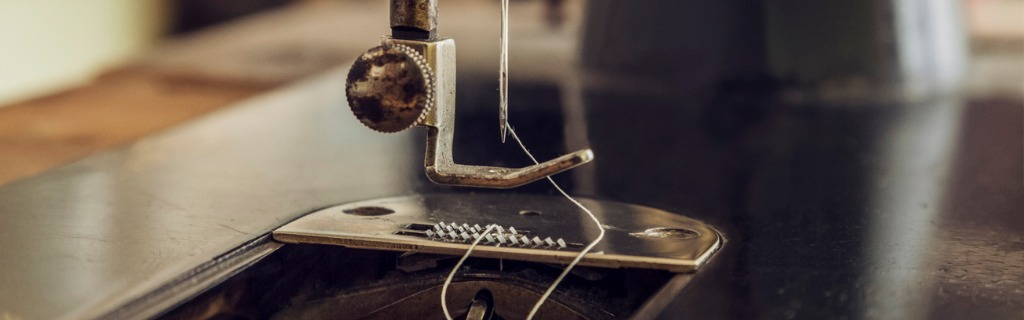 vintage-sewing-machine-picture-id896065282.jpg