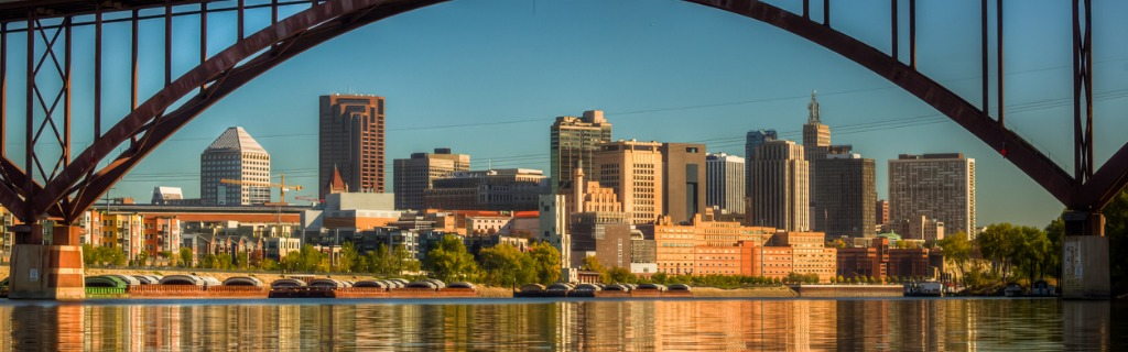 downtown-st-paul-framed-by-the-high-bridge-picture-id187036816.jpg