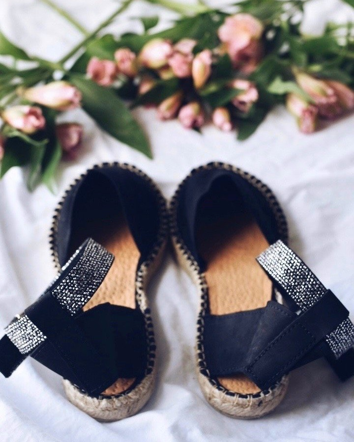 Black-sandals-copie.jpg