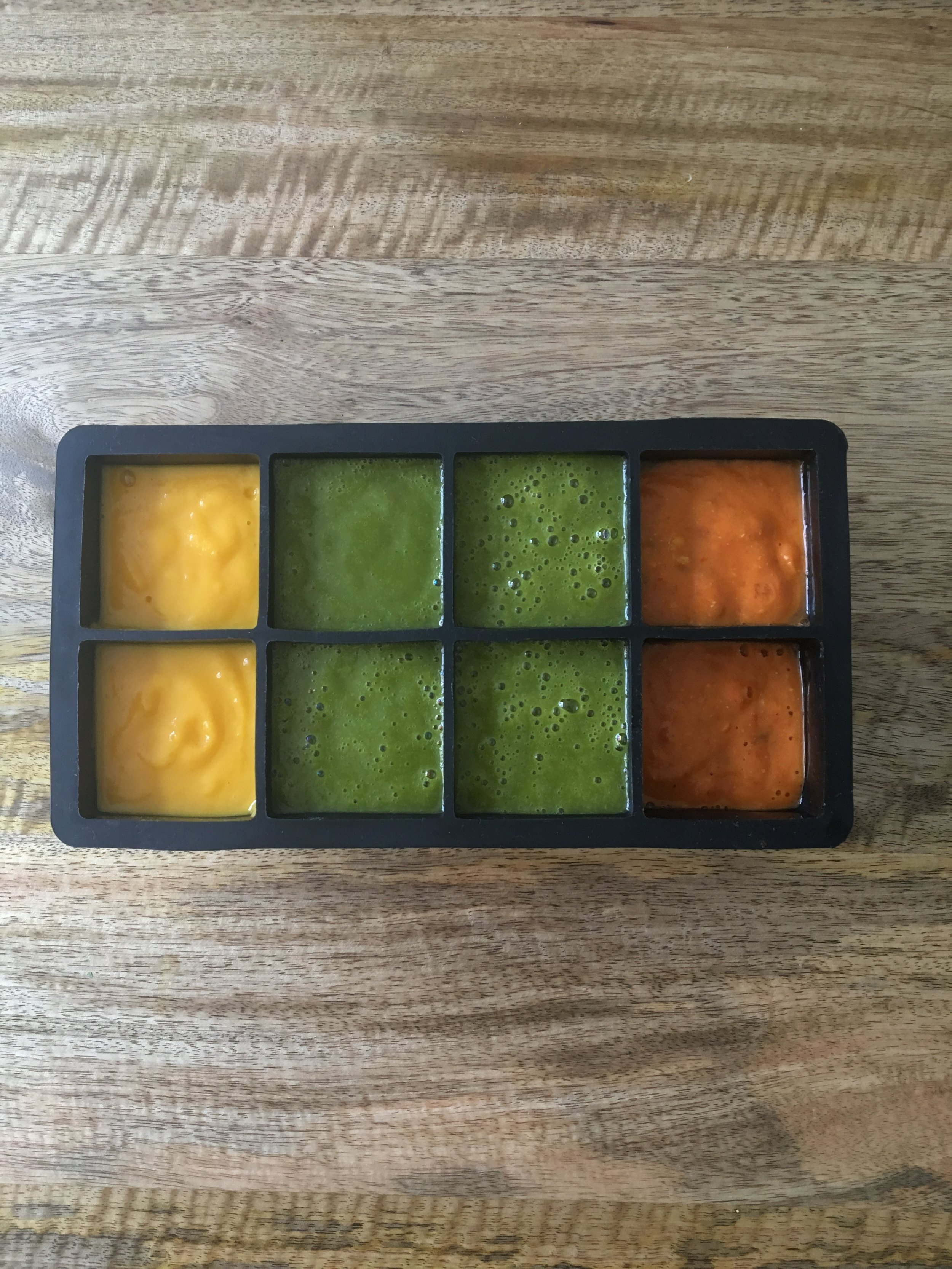 HOMEMADE BABY PUREE - Why you should think about reducing the store bought purees and start making your own.