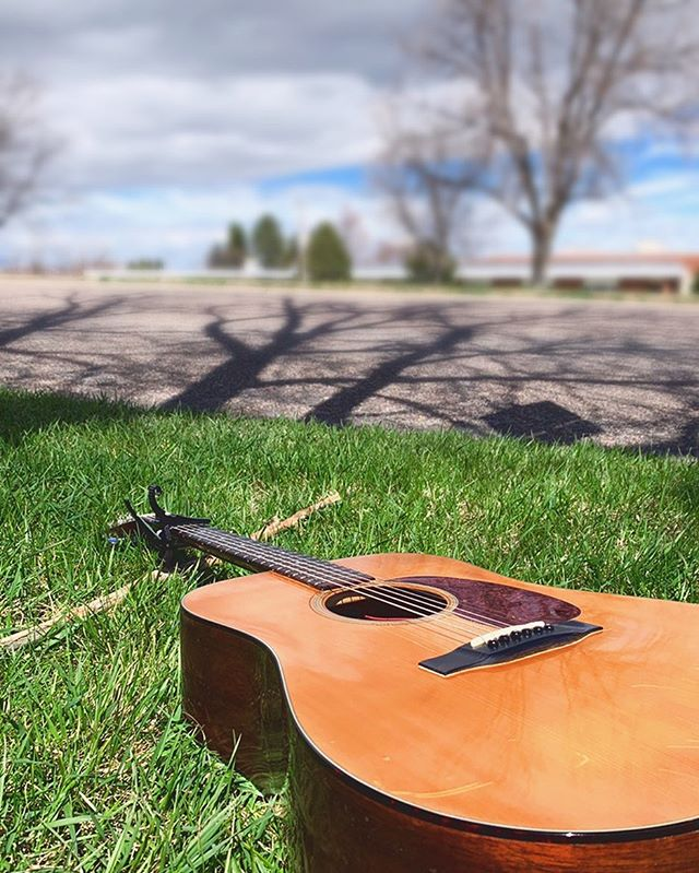 Got my good ol' Martin D18 🎶🐴 Out here, playing music, loving life 💪🌎 I hope that you do the same! Or, you know, what ever makes you happy 😊  #fatstallionfam #martinguitars