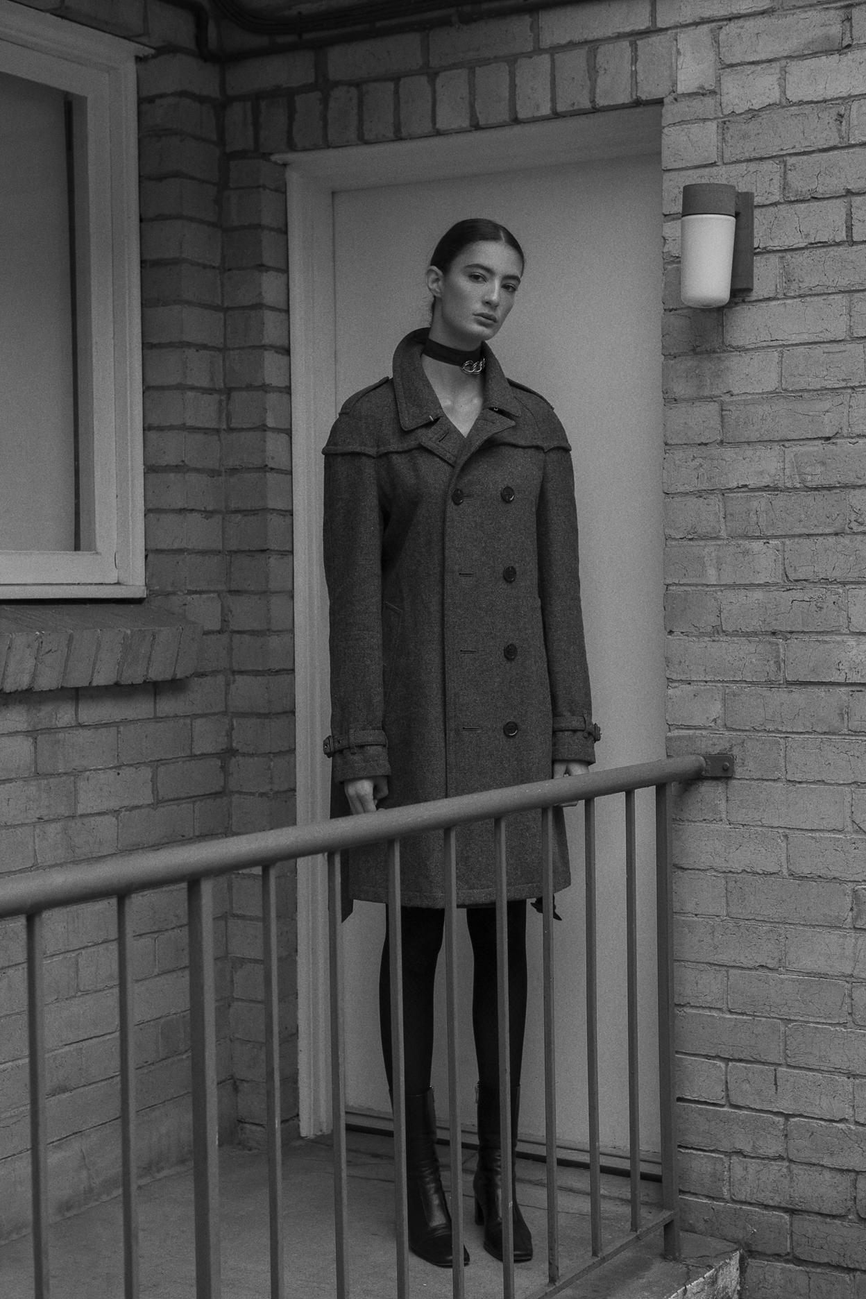 choker  aaizel   coat  burberry   tights +boots  models own