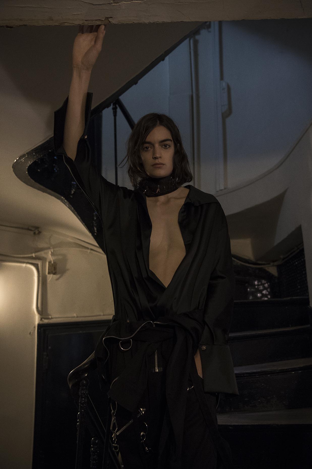 necktie +top aaizel  pants  aith connexion