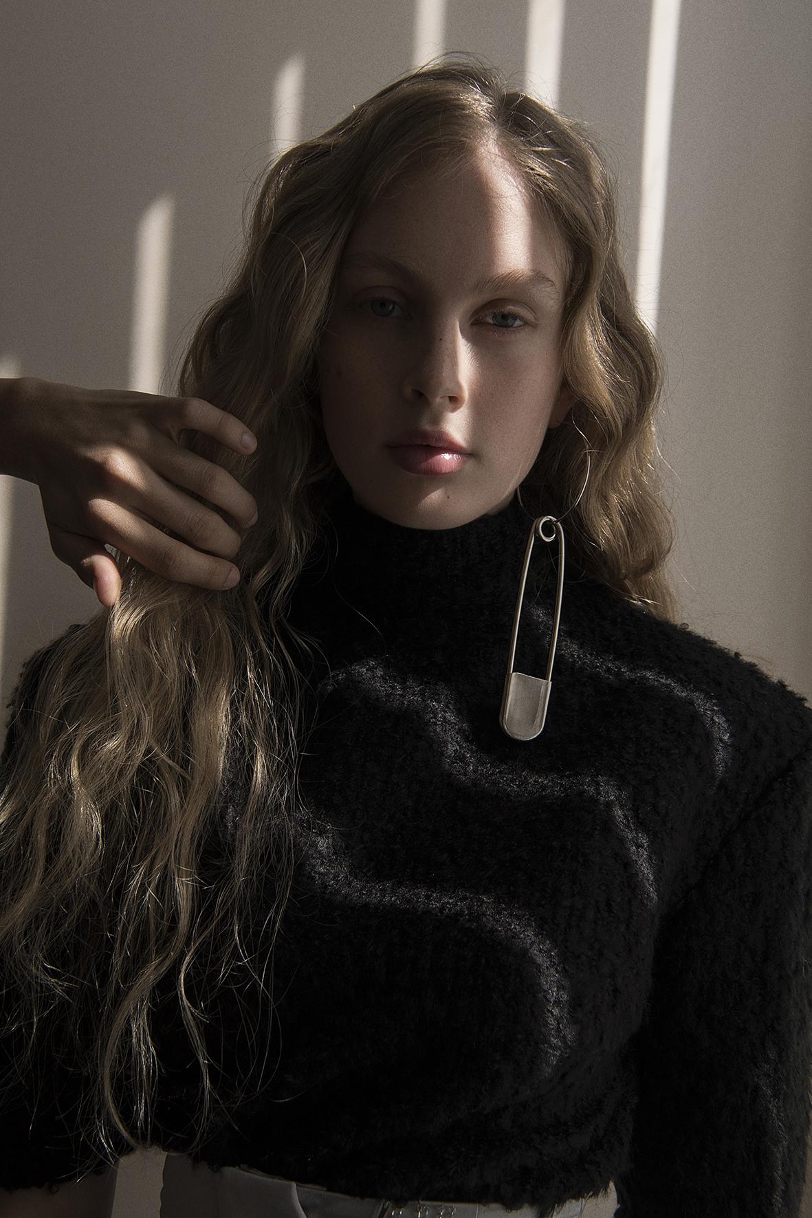 top  aaizél  earring  stylist's own