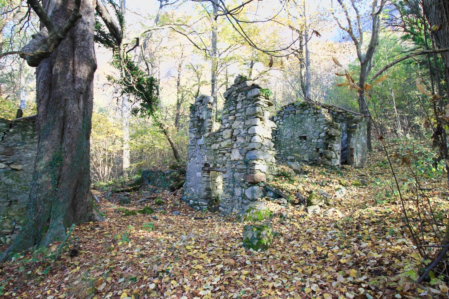 Sentiero del Viandante Ruins Lake Como Hiking