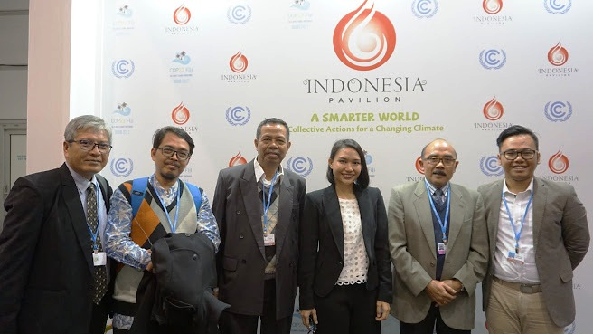 Speakers and friends at Indonesia Pavilion, COP2