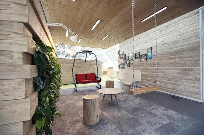 LinkedIn-Monaco_Landmarke_Lounge-700x466.jpg
