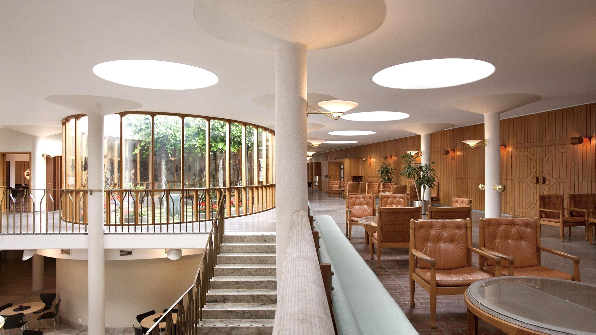 Vackra, ljusa Medborgarhuset i Eslöv ritat av arkitekten Hans Asplund