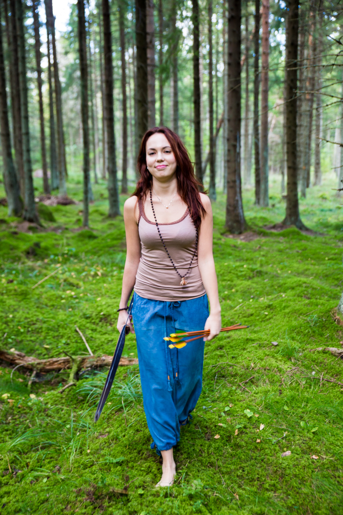 Top: Beige Organic Hot Yoga top – 29.00 €  Skirt: Indigo Fera skirt – 89.00 €  Jewelry: Healing Lava Mala – 99.00 €