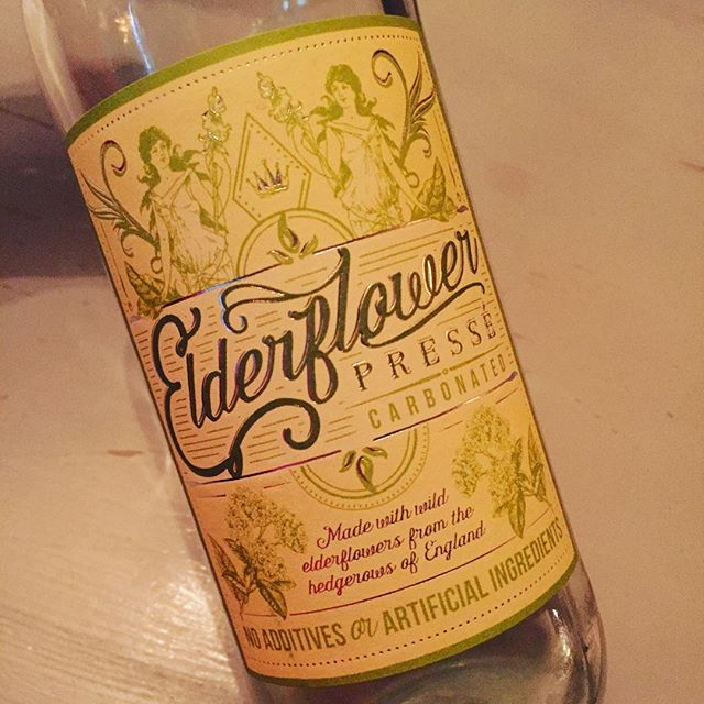 Love this #packagingdesign #elderflowerpresse #drinks #graphicdesign #labeldesign #bills #billsrestaurant #saturday #design #typography #vibtagelook #typelove #typography #typehunters #typographyinspired #goodtype #classicstyle #gooddesign #branding #foodbranding #floraldesign #industrialprintdesign