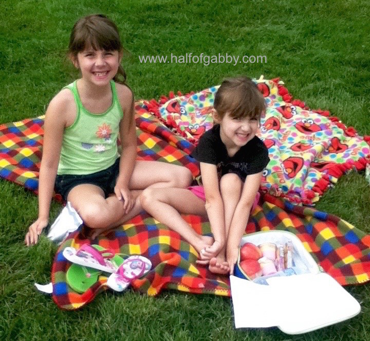 Here's my munchkins, Gia and Jossy, on their picnic blankets with their snacks.