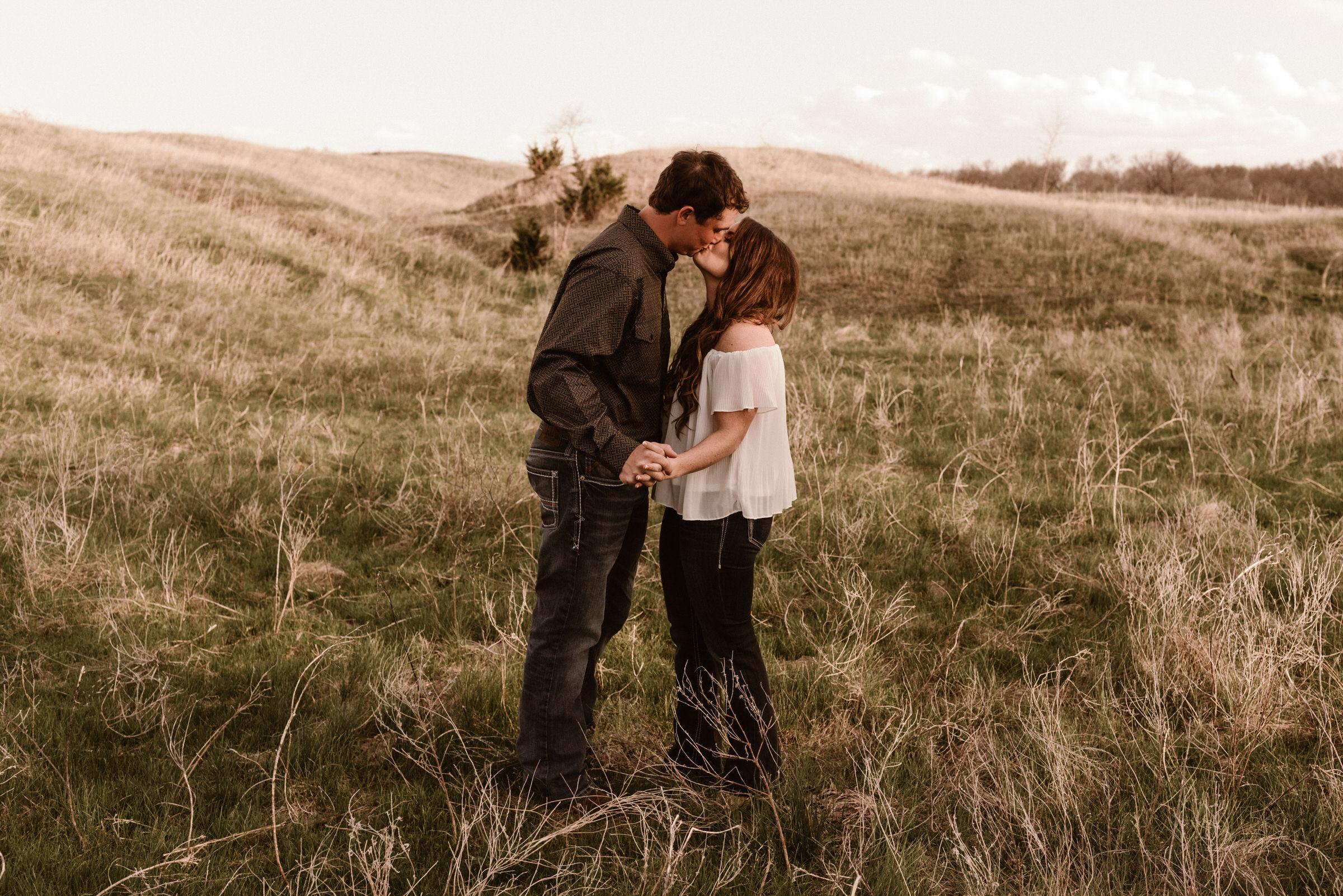 Sandhills-Nebraska-Engagement-Wedding-Photographer-Kaylie-Sirek-Photography-007.jpg