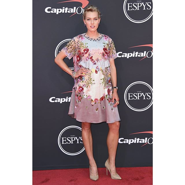 Felt like Cinderella earlier this week at the 2019 ESPYs! Borrowed the most beautiful dress and diamonds, got my hair and makeup done, then before I knew it my carriage turned into a pumpkin and I was back in Park City with running shoes on my feet! ✨ No ESPYs after parties this time, but I'm just glad I got to experience even part of the magic squeezed in between my racing and training schedule this summer. Now back to work because there's only 2 weeks left till USA Champs! #ESPYs #cinderellastory Dress: @maisonvalentino @pppiccioli Jewelry: @pomellato Watch: @omega Shoes: @aldo_shoes Makeup: @blondiemua @chanel.beauty Hair: @sayyestoashley @kerastase_official