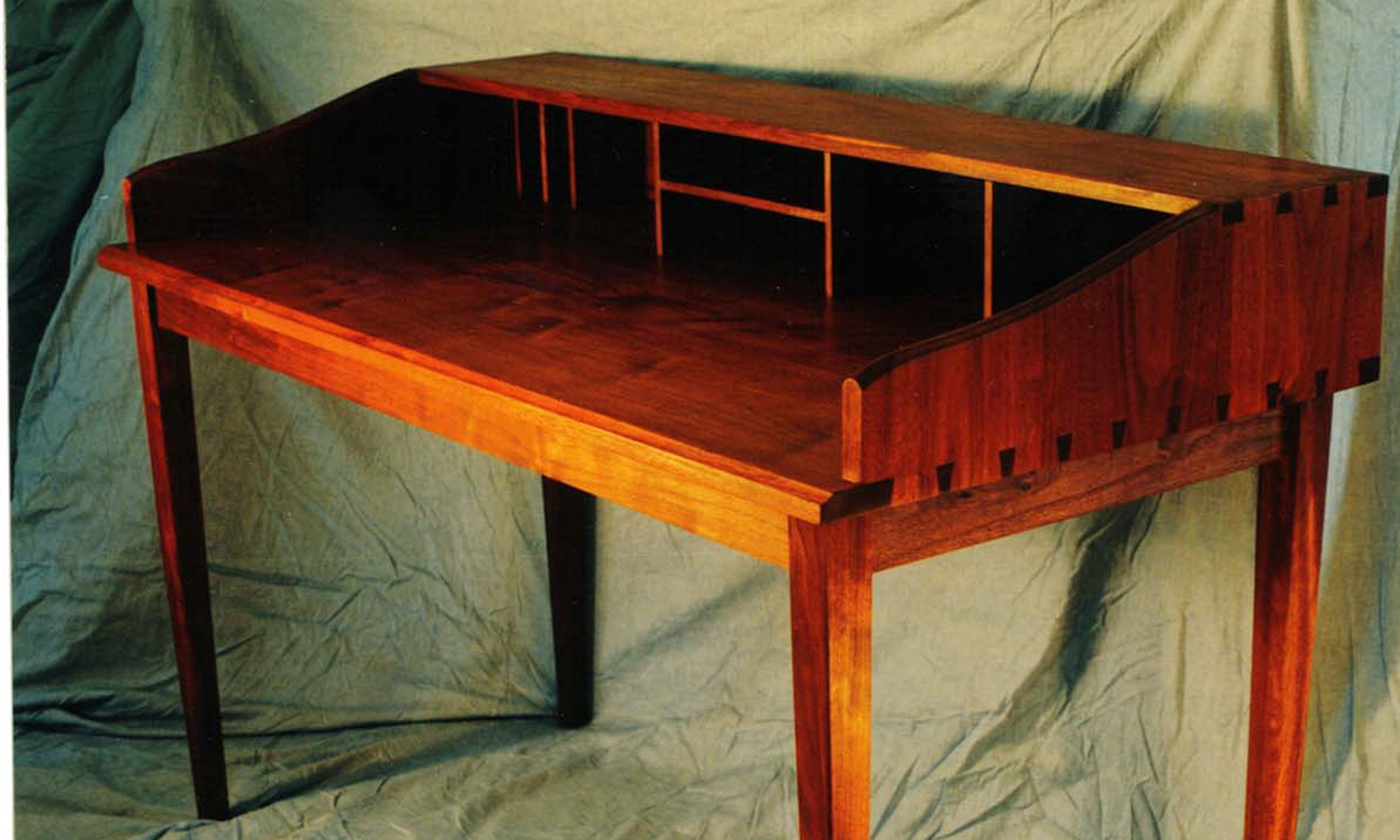 walnut_desk2.jpg