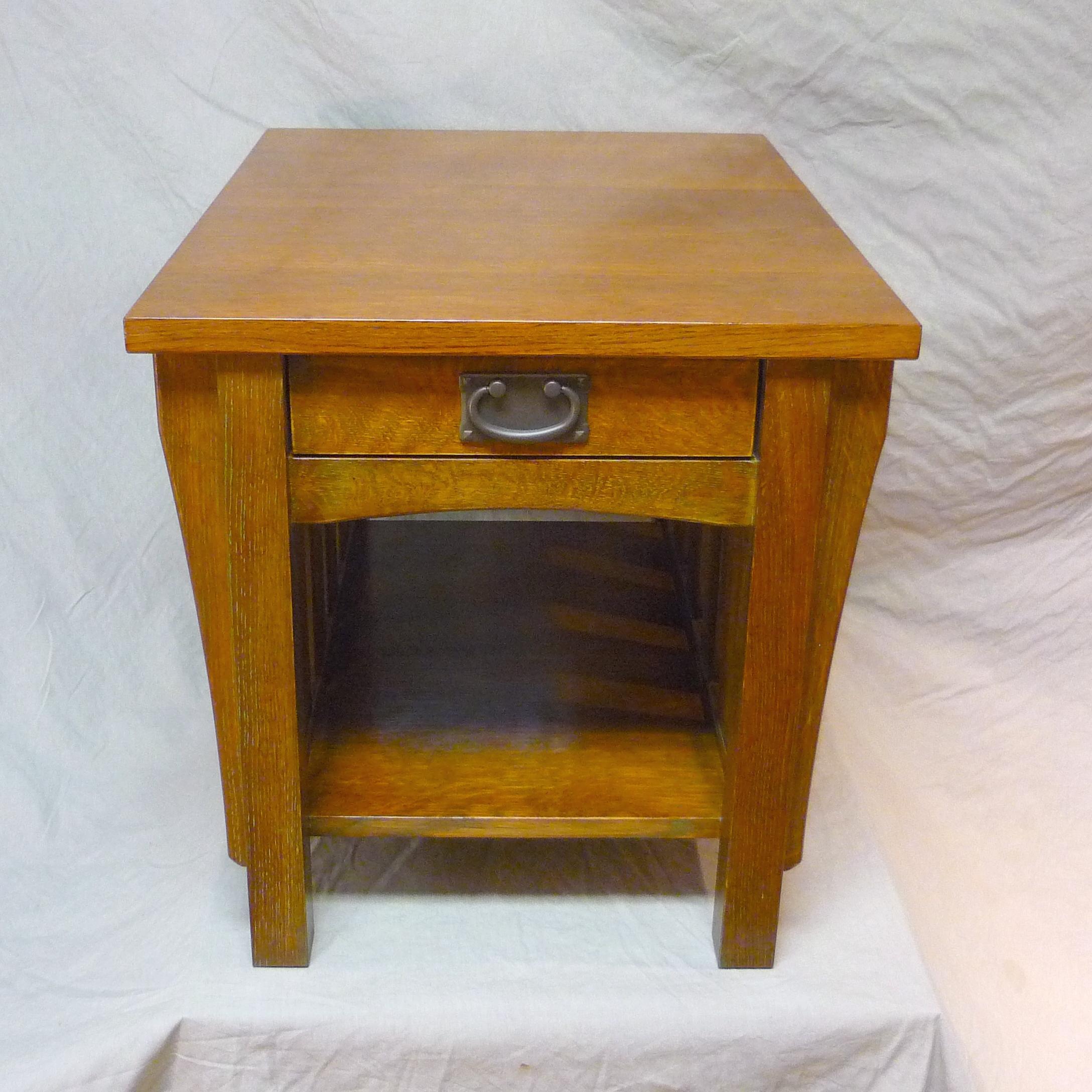 oak end table.JPG