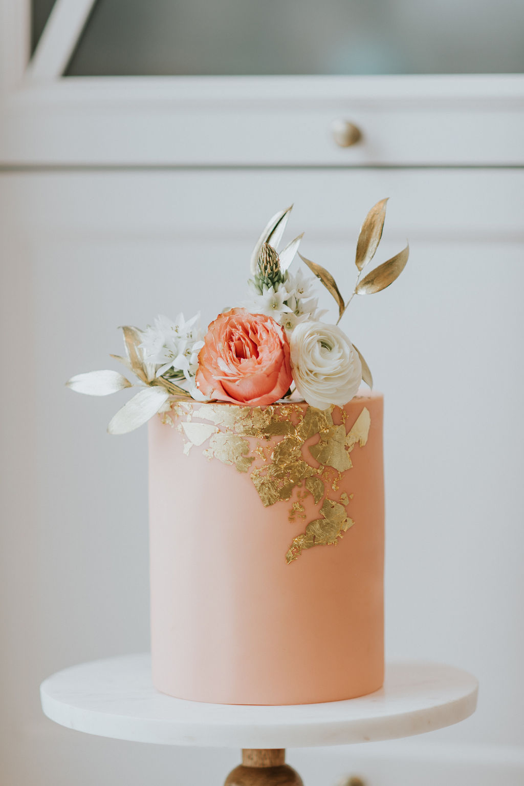 montreal wedding cake living coral with flowers