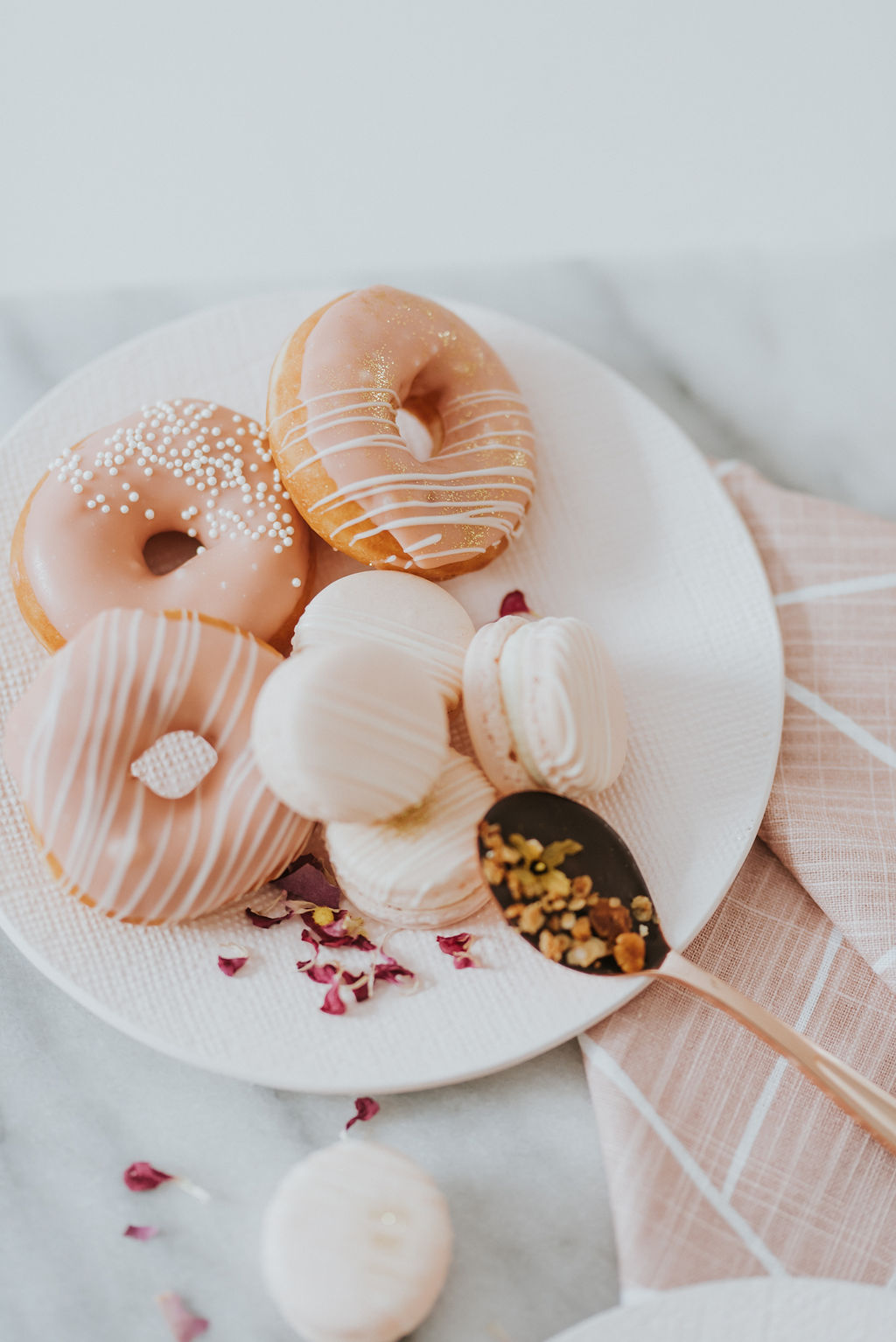 donuts_macarons_cupkateandco.jpg