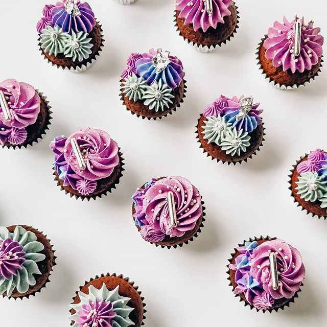 "Wondering how to say ""I love you"", ""I care for you"" and ""you're a freaking unicorn"" all at once? 🤔 💡 Answer: with our mini cupcakes 🦄💕 Now available one ""click"" away in our new online shop 😋! . . Comment dire ""je t'aime"", ""tu es important(e) à mes yeux"" et ""tu es plus merveilleux/se qu'une licorne""? 💡 C'est simple...avec l'un de nos mini cupcakes 💕🦄! Maintenant disponibles en seulement un click dans notre nouvelle boutique en ligne 😋"