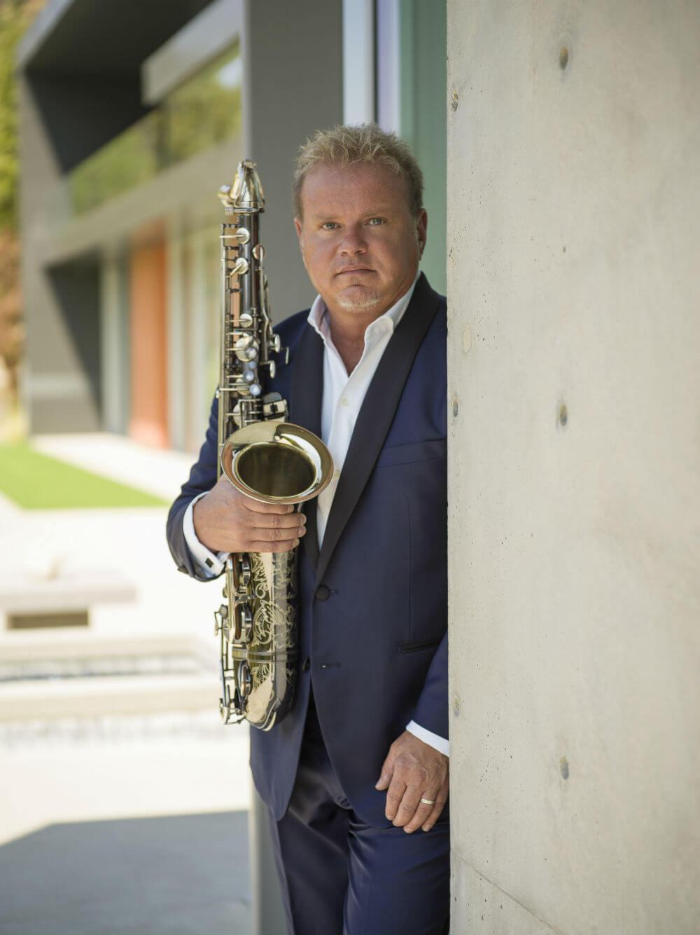 Euge-Groove-On-saxophone-blue-suit.jpg