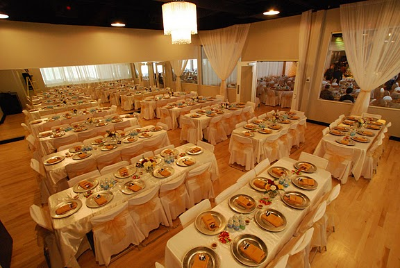 White and Gold Dinner Setting in The Hennepin Ballroom