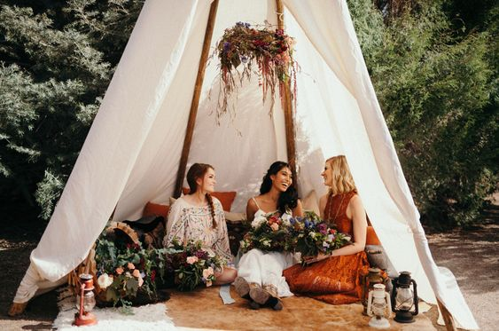https://greenweddingshoes.com/rich-summer-solstice-wedding-inspiration/