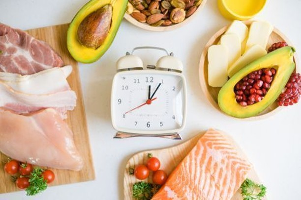 What is Intermittent Fasting?⠀ Intermittent fasting (IF) is a diet that is not focused on what you eat but rather when you eat. This diet involves an eating pattern that cycles, between fasting and eating, every 24 hours. Commonly those doing IF choose to eat throughout the hours of 12pm-8pm. The 16 hour fast is the most common IF method, however there are two other popular methods:⠀ ⠀ 1. Eat-Stop-Eat: Fasting for 24 hours twice a week⠀ 2. The 5:2 Diet: Consuming only 500-600 calories twice a week but eating regularly the remaining 5 days. ⠀ ⠀ Have you ever tried intermittent fasting? Let us know down below!