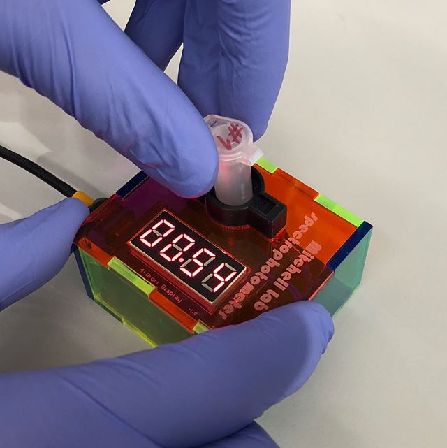 DIY spectrophotometer from the Mitchell lab (10$ per unit)