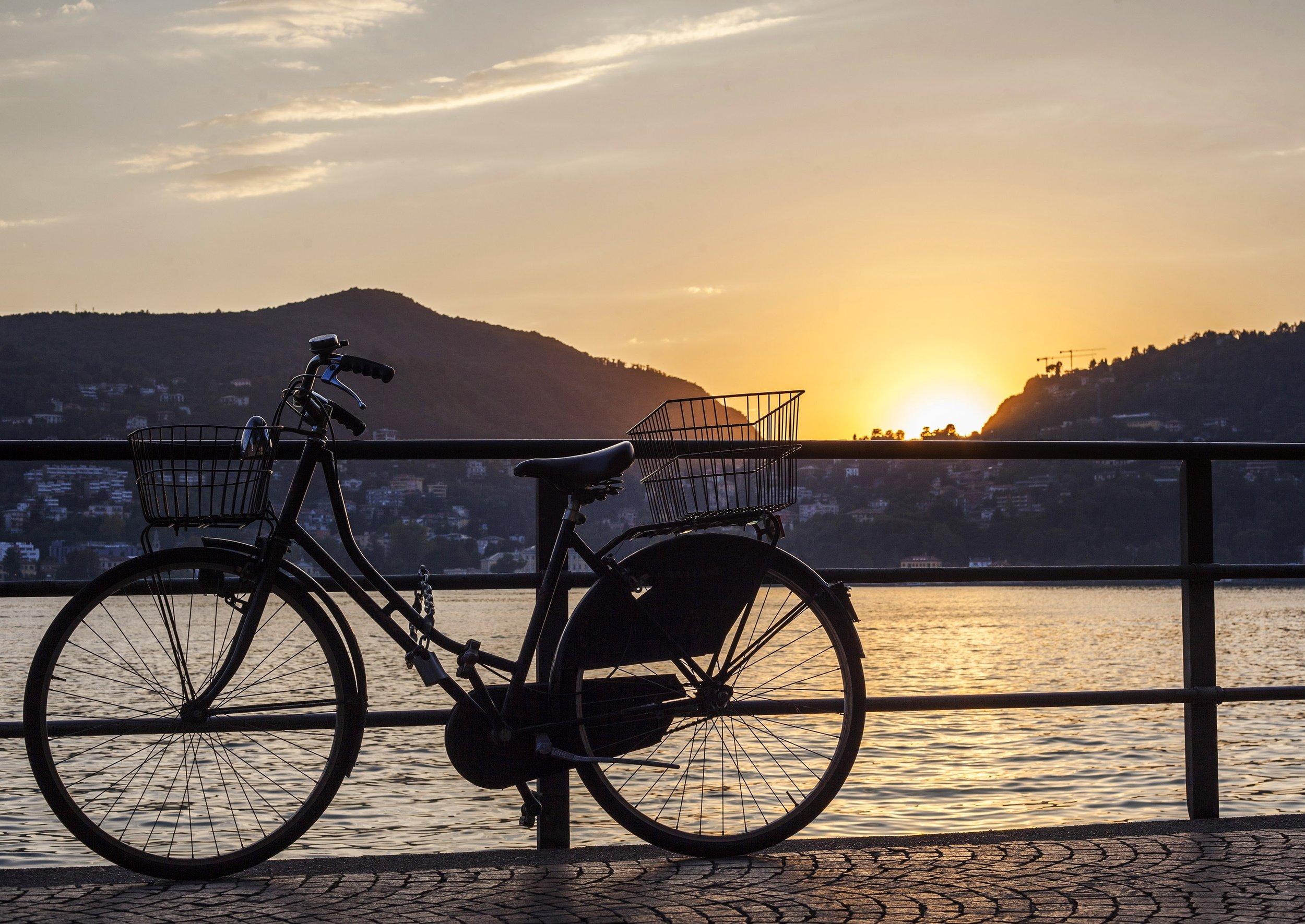 lake como sunset voyedge rx travel fitness