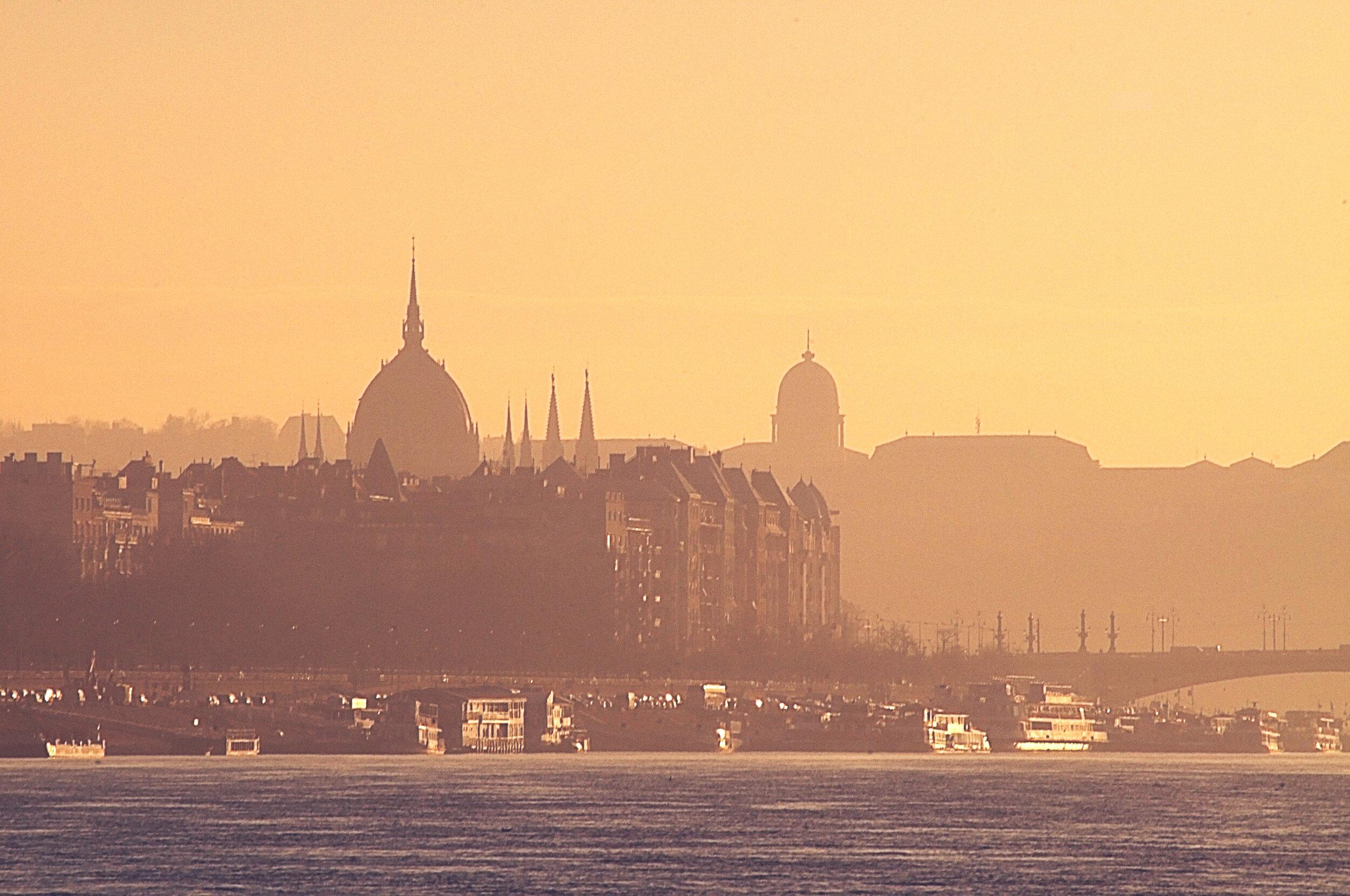 budapest sunset voyedge rx