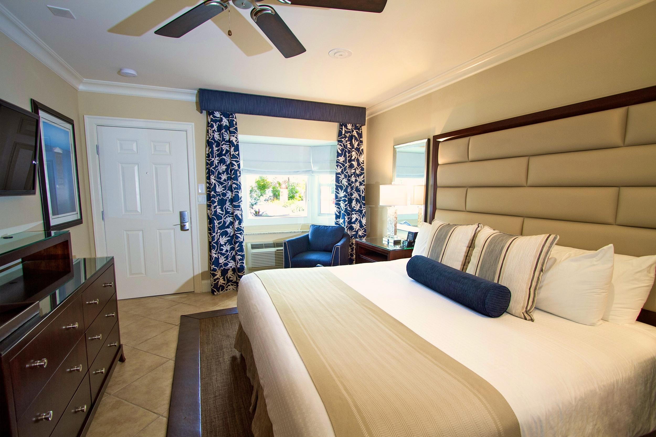 somo Room deluxe king copy.jpg