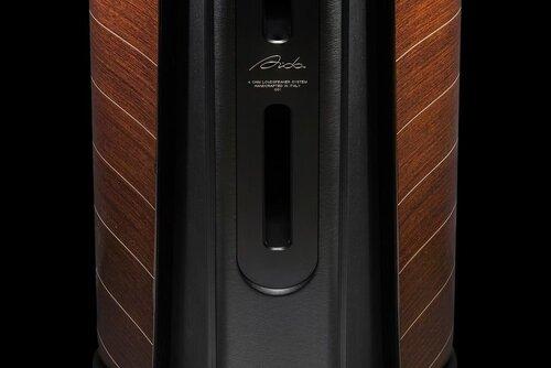 """Stealth Ultraflex   """"Stealth Ultraflex"""" là thiết kế thoát hơi độc quyền của Sonus Faber. Theo đó, cấu trúc này giúp giảm thiểu độ ma sát của luồng không khí thoát ra khỏi thùng loa. Kết quả là sự giảm thiểu ở độ méo tiếng trong dải trầm, đem lại chất âm trầm sạch, gọn và chi tiết hơn."""