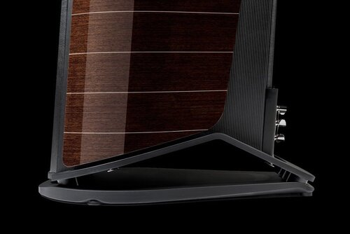 """Zero Vibration Transmission   Mẫu chân loa Zero Vibration Transmission được cải thiện cho """"New"""" Aida với bộ phận lò xo đệm đàn hồi hoàn toàn mới. Mục đích của thiết kế này là để nhấc thùng loa lên khỏi mặt đất nhiều rung chấn, đồng thời đem lại sự vững chắc, làm nền tảng cho mọi hoạt động của các củ loa. Kết quả là màn tái tạo âm trầm sâu hơn, nhất là với củ loa """"infra-woofer"""" hướng hạ của """"New"""" Aida."""