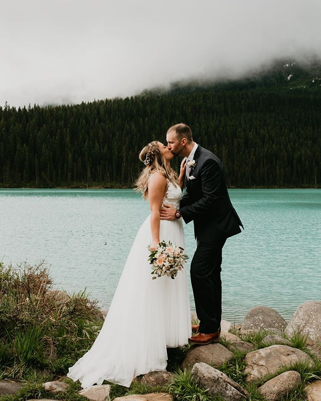 Happy freaking long weekend 🇨🇦 🙌🏻 what are you up to ? I'll be in Lake Louise all day if anyone is around ? Can't wait for my session 🗻😍 #girlslovetravel #roamtheworld #travelblogger #travelbabe #junebugweddings #p #photooftheday #destinationwedding #elopeinbanff #banffelopementphotographer #roamtheplanet #adventuretime #weekendvibes #banffflowers #portra #yycweddings #canmorewedding #canmoreelopement #elope #travel #laketahoe #laketahoeweddings #canadianrockies #happycanadaday #mastinlabs #wildandfree
