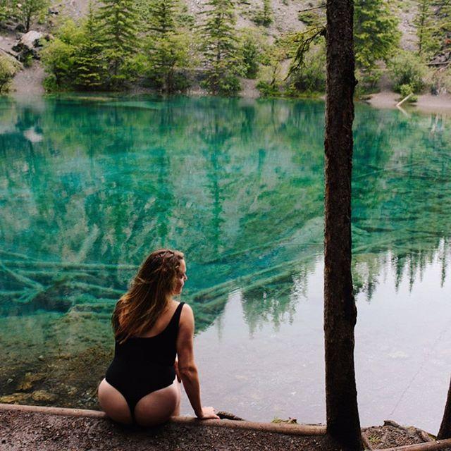 Summertime 🇨🇦🗻🥎 • • • #girlsthatlift #canmore #summer #summerloving #canmorealberta #alberta #calgary #yyc #roamtheworld #girlslovetravel #banff #banffgondola #banffnationalpark #canada #canadaday🇨🇦 #wildandfree #grassy #grassylakes #grassylakestrail #yeg #canadiancreatives #travel #travelgram #life #beautifullife #adventure #hiking #happy @myfaveplaces