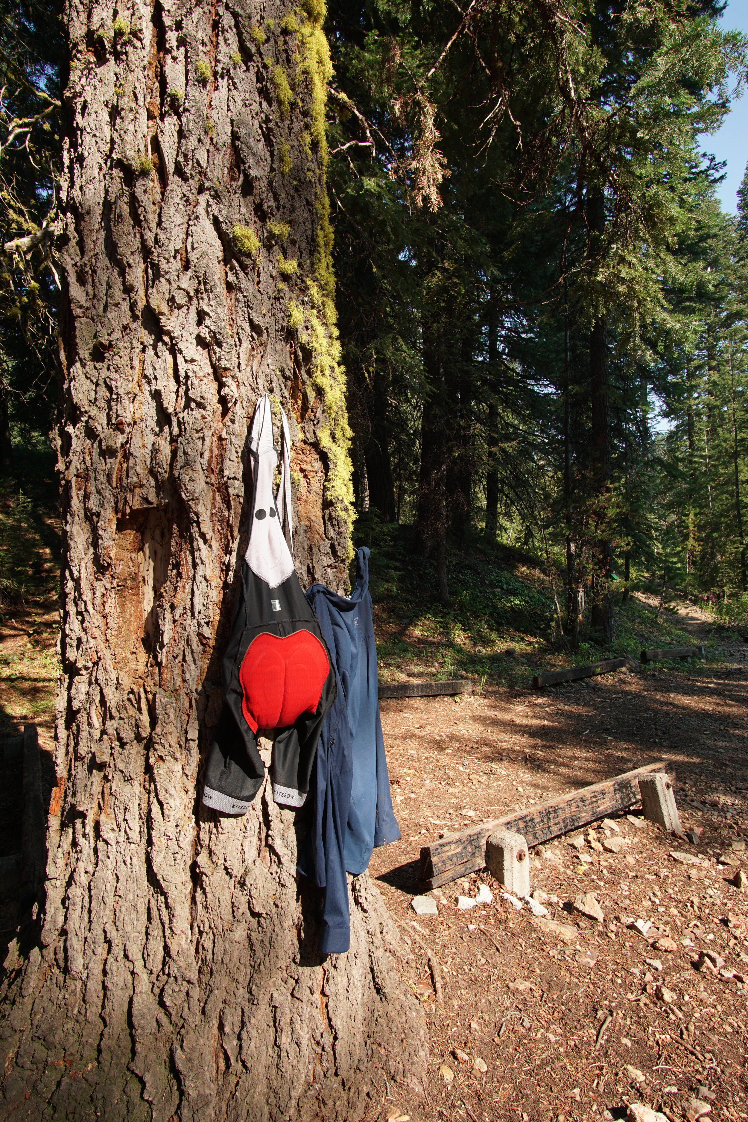 Choking down a little oatmeal and a coffee, I decided to show some discipline and stick to my plan of washing my one chamois at every opportunity. A bit of sunshine to dry things out and I was back on the trail. Starting the OTT mid-morning of day 2. -
