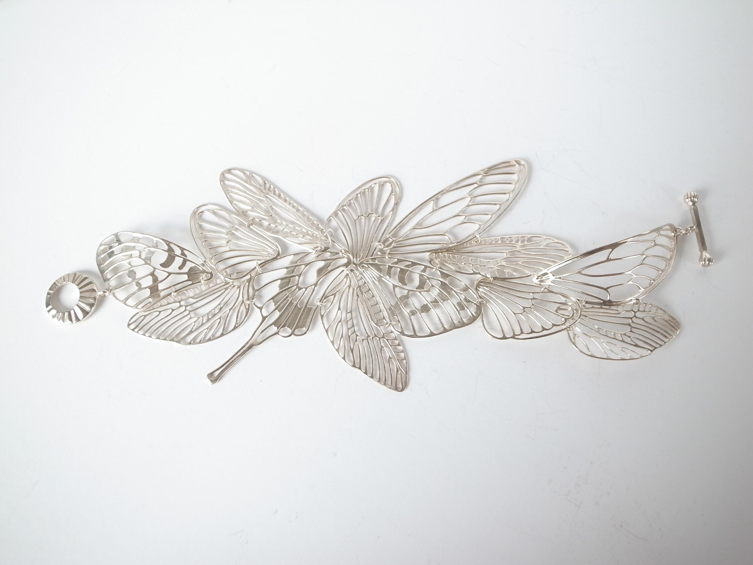 Item:Bracelet / Materials: Silver
